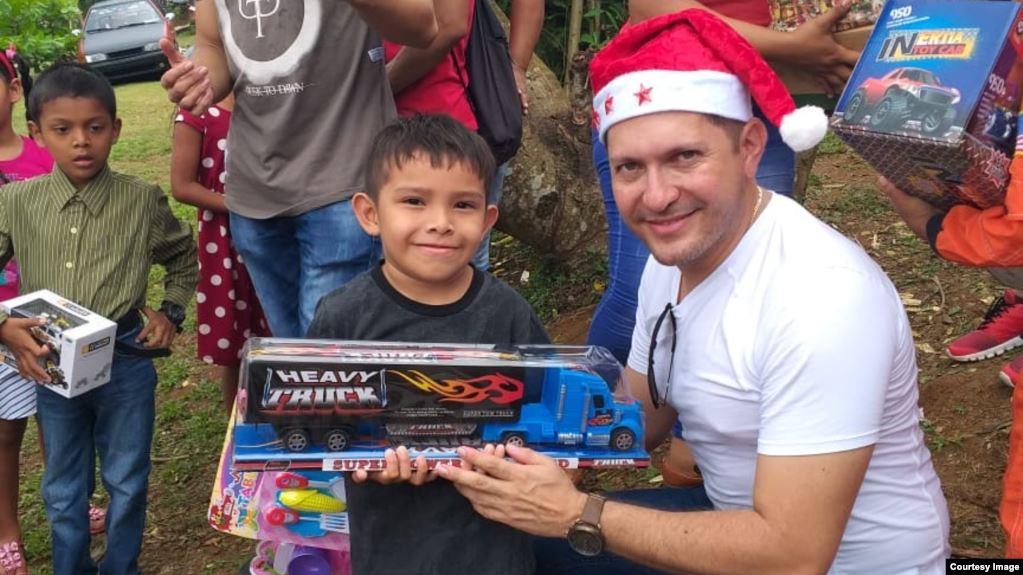 471F9896 4F86 43CF B6B0 BBD6B572E228 cx0 cy33 cw0 w1023 r1 s - English Professor in Panama City Helps Families, Schools