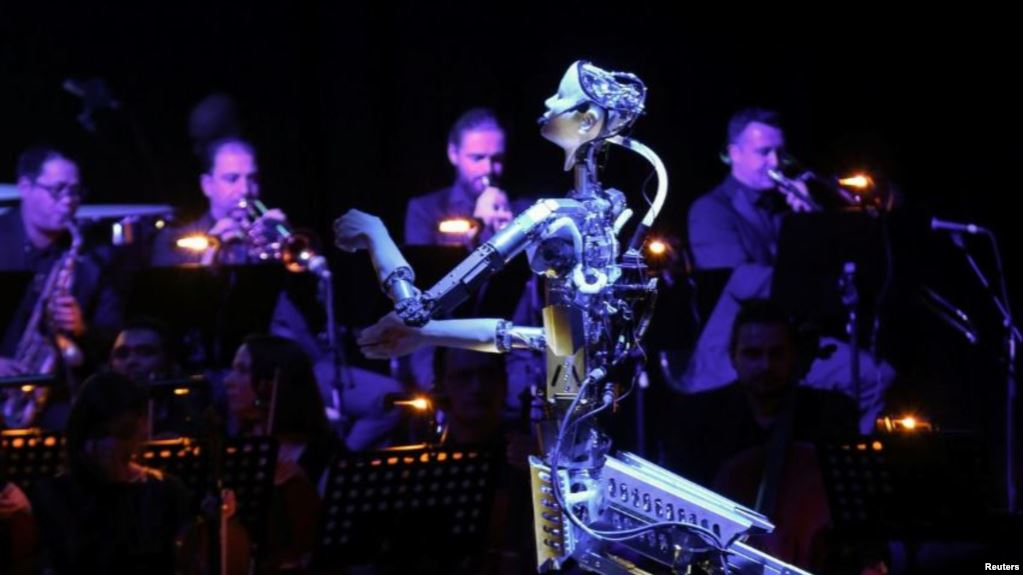 8CB71273 B40D 4B55 98D7 28AAA0292ABD cx0 cy7 cw0 w1023 r1 s - Robot Leads Human Musicians in Orchestra Performance